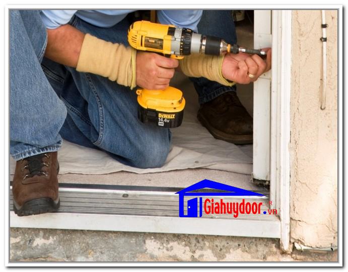 lắp đặt cửa gỗ công nghệp